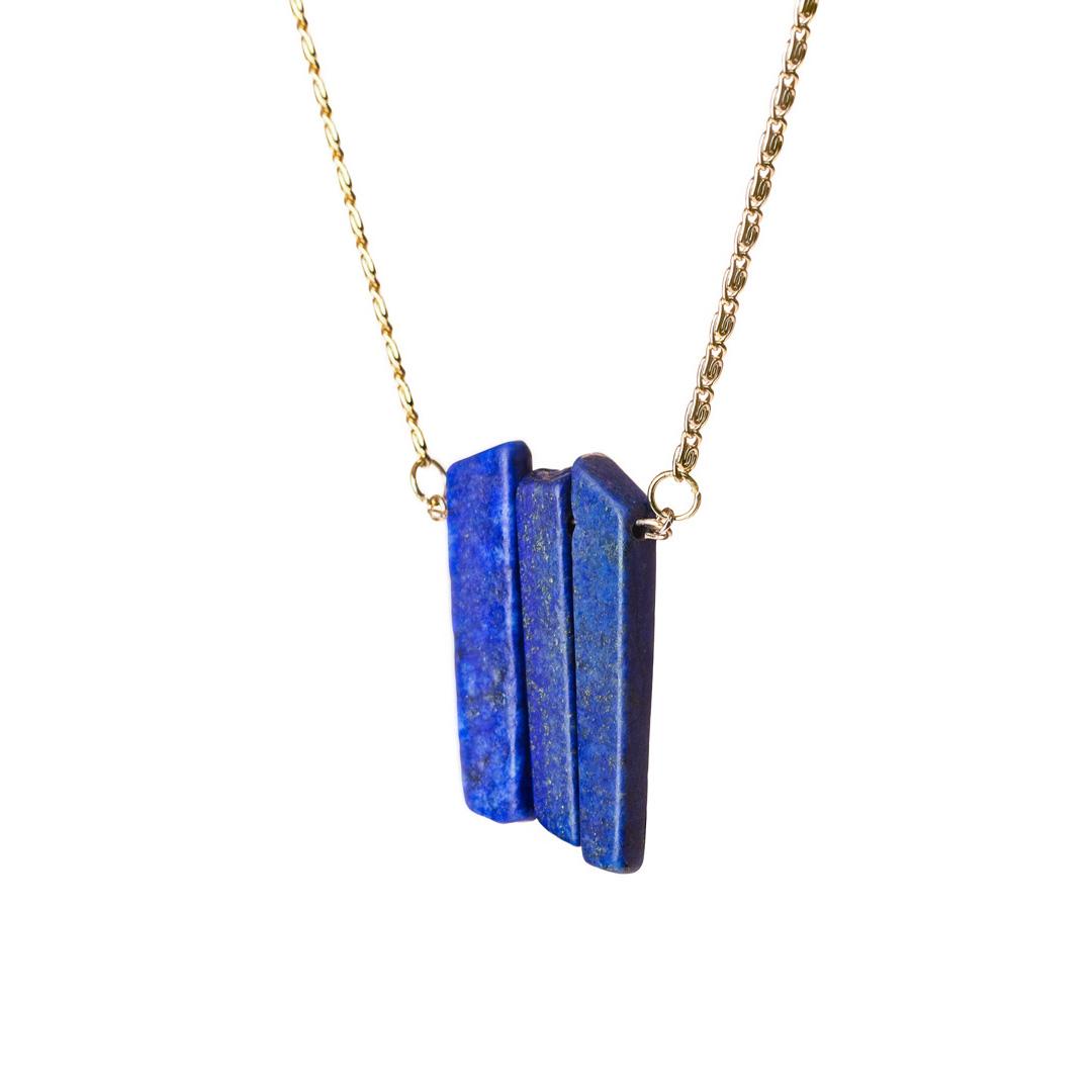 Colar com pingente de Lápis Lazuli. Criação PIÙ LIBERA.