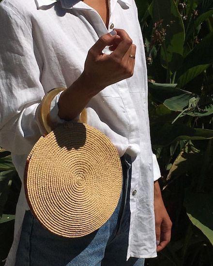 Da praia para a cidade: as bolsas de palha são tendência nas ruas