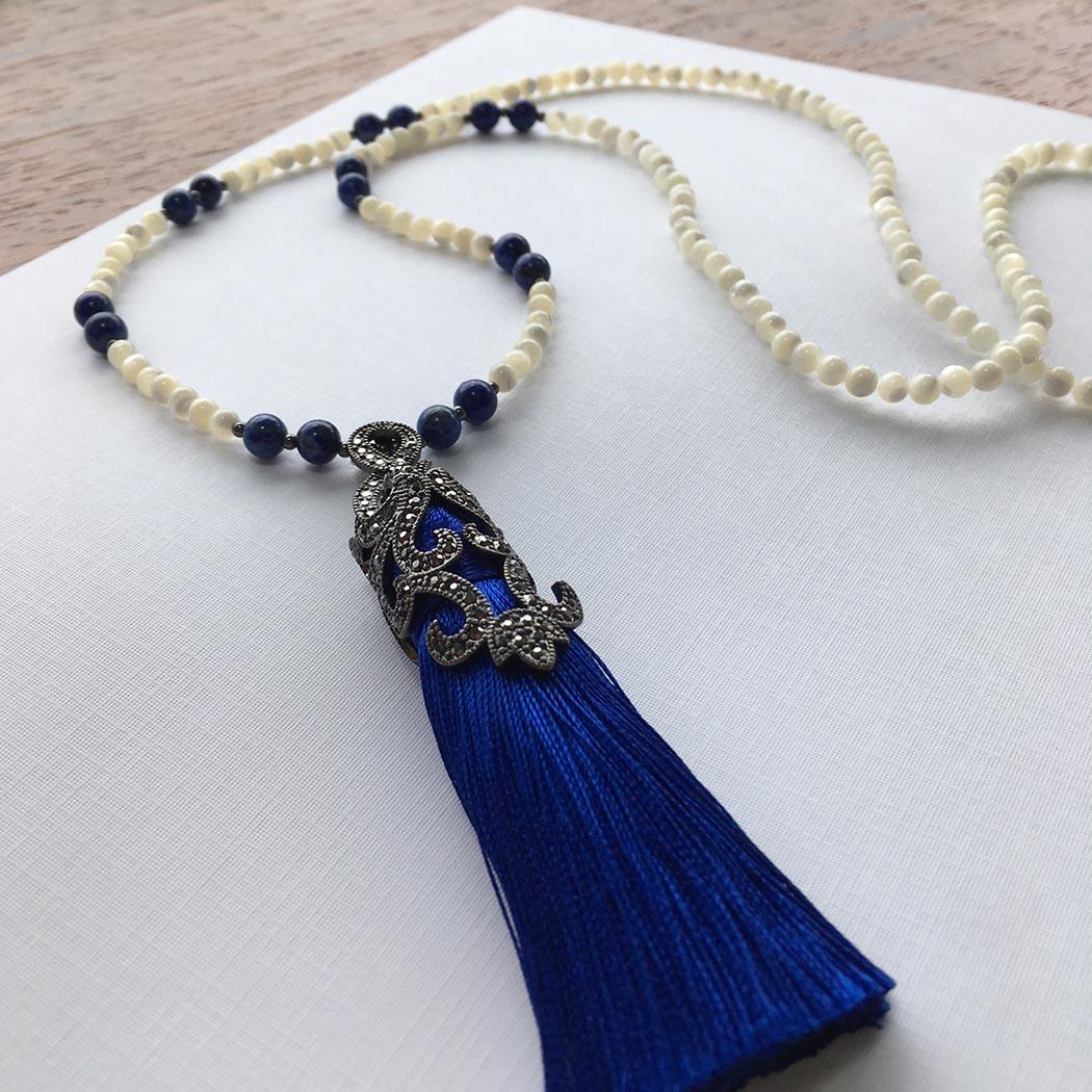 Colar de Madrepérola e Lápis Lazuli com pingente em franja
